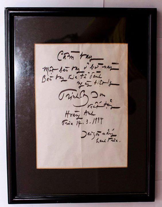 """kỷ vật của nhạc sĩ Trinh Công Sơn tặng chị Lương Hoàng Anh một trong những """"nàng thơ"""" của ông và đã được chị đem bán đấu giá để ủng hộ Nhà chống lũ."""
