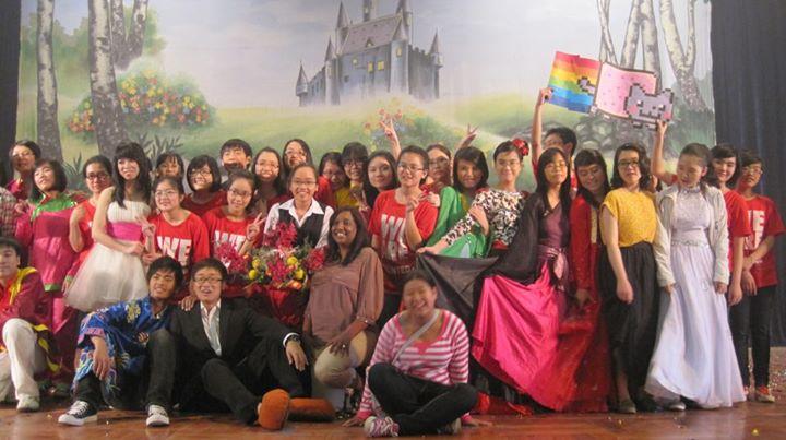 Buổi biểu diễn văn nghệ của lớp con gái bé trường Ams!