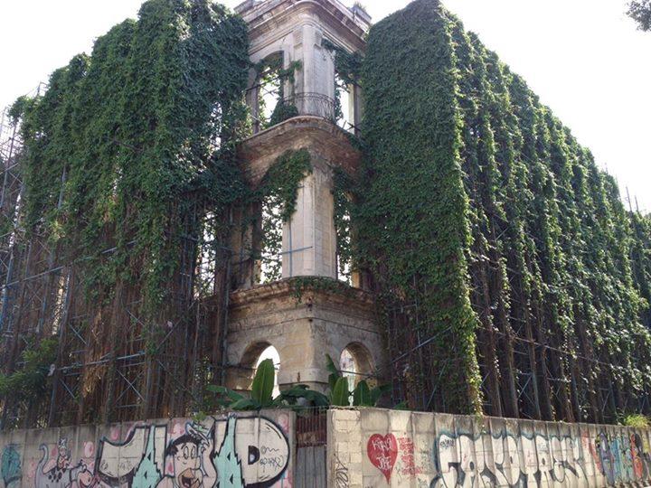 Ngôi nhà tuyệt đẹp này đang chờ đổ