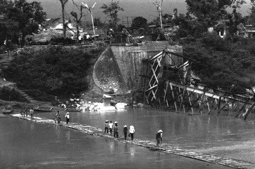 Cầu bắc qua sông Kỳ Cùng bị đánh sập trong cuộc chiến 1979