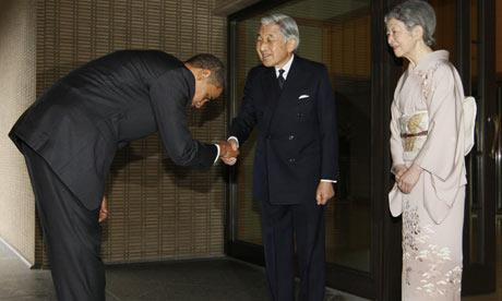 Obama cúi chào Nhật Hoàng và Hoàng hậu rất đúng kiểu Nhật!