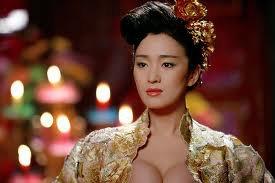 Dù là một diễn viên rất tài năng và nổi tiếng Củng Lợi lại không thành công khi hở ngực!