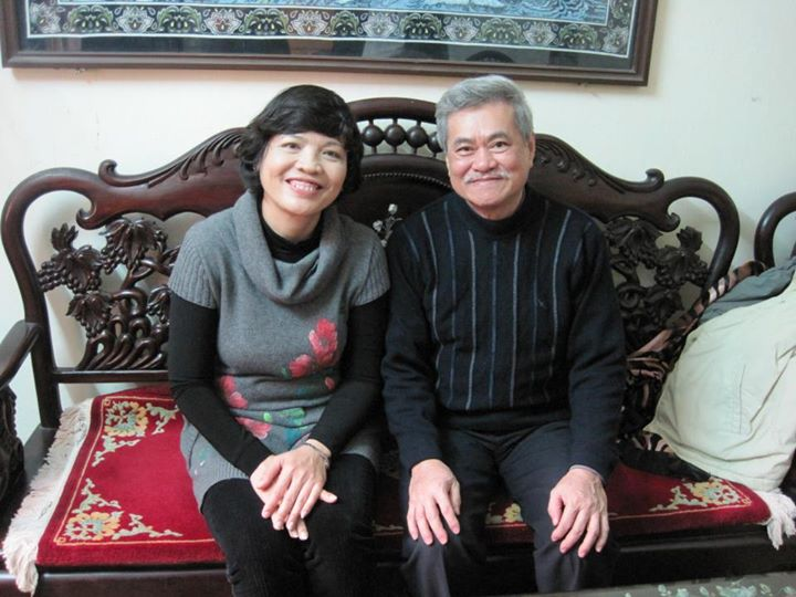 Ảnh chụp với thầy Hùng, thầy giáo dạy Toan năm lớp 7 của mình! Thầy đã là tấm gương cho mình trong suốt thời gian dài và mình mong có dịp dạy cháu thầy!