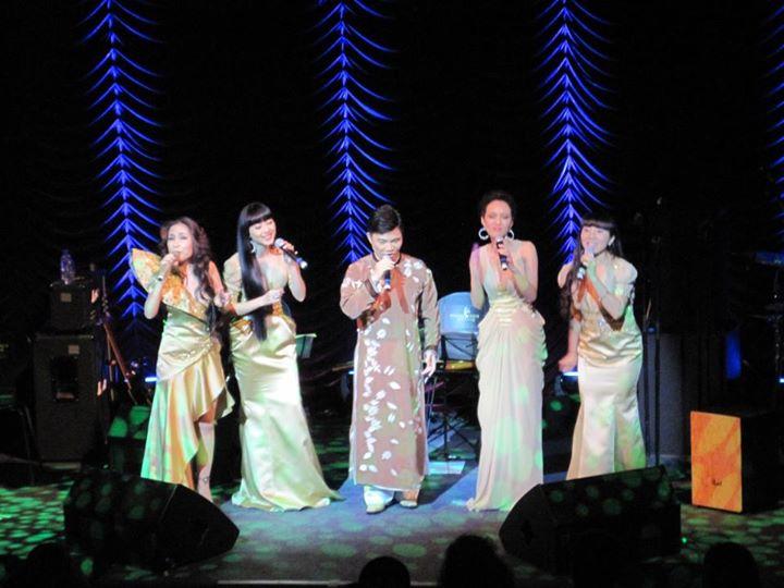Quang Linh song ca cùng Năm Dòng Kẻ.