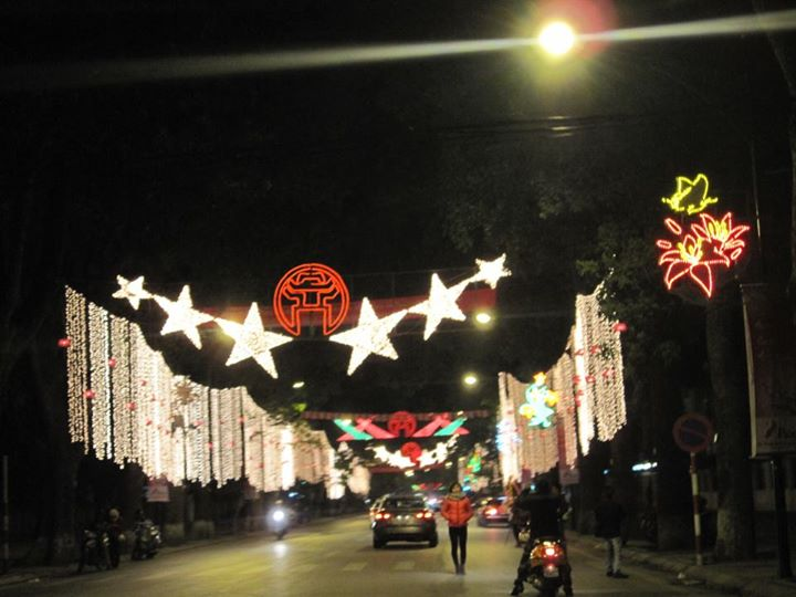 Đường Điện Biên Phủ rực rỡ trong đèn hoa ngày Tết Nhâm Thìn