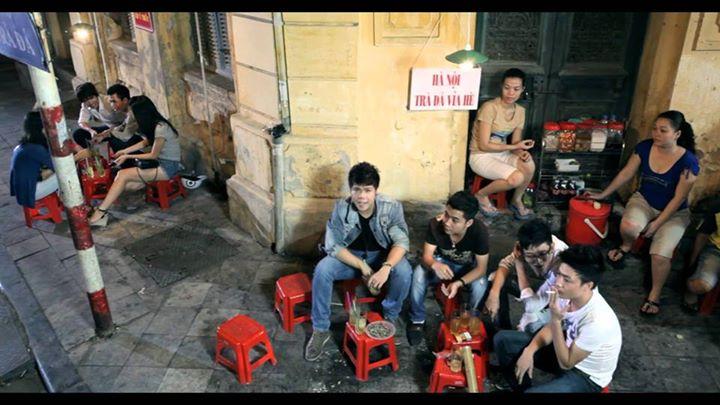 Công việc chính của đàn ông Việt! Thậm chí còn có bài hát cho nó!